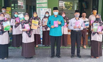 Peringati HGN, MTsN 5 Sleman Terbitkan Buku Antologi Romantika Kala Pandemi