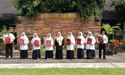 Delapan Guru MTsN 5 Sleman Raih Penghargaan Satya Lencana